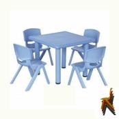 Kindertafel met stoelen